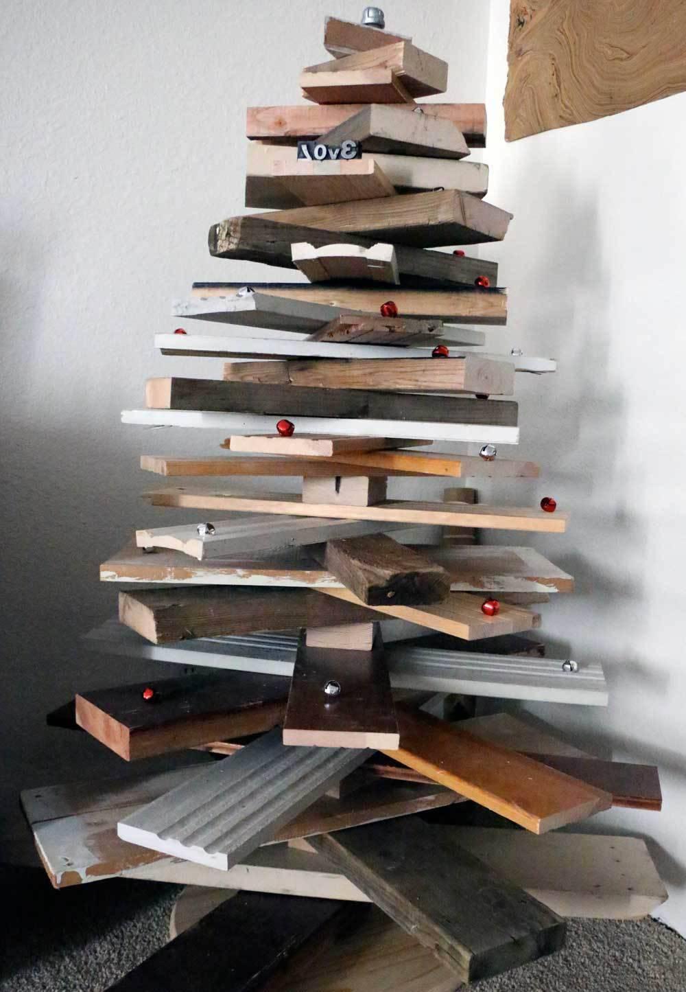 Come realizzare alberi di natale fai da te guarda le foto for Albero di natale di legno