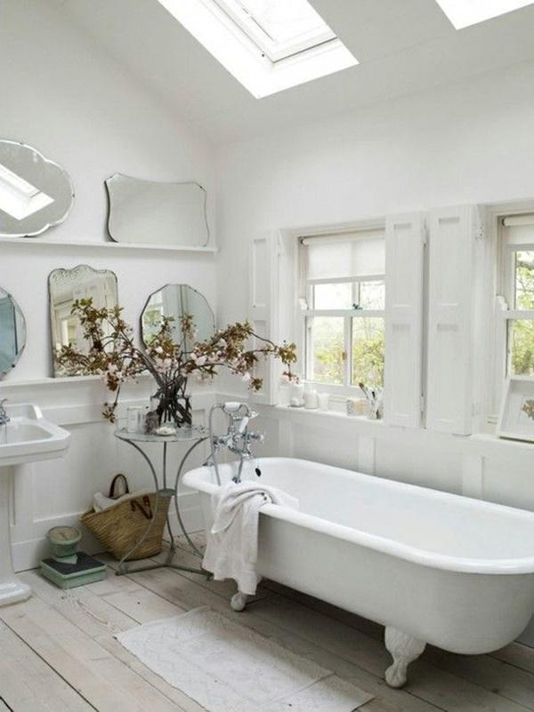 bagno in bianco e in legno - Arredamento Shabby