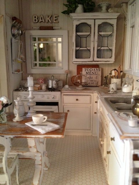 Cucine rustiche in stile shabby chic 30 modelli da sogno for Small white country kitchen