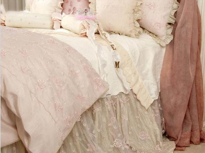 Piumoni matrimoniali per un letto shabby chic: 25 modelli da sogno (FOTO)