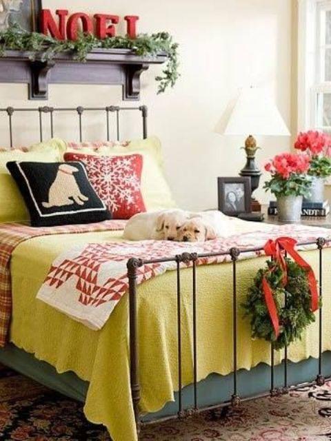 25 idee per decorare le vostre camere da letto a natale for Decorare la camera per natale