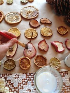 Decorazioni natalizie con materiali naturali foto - Addobbi natalizi per tavola da pranzo ...