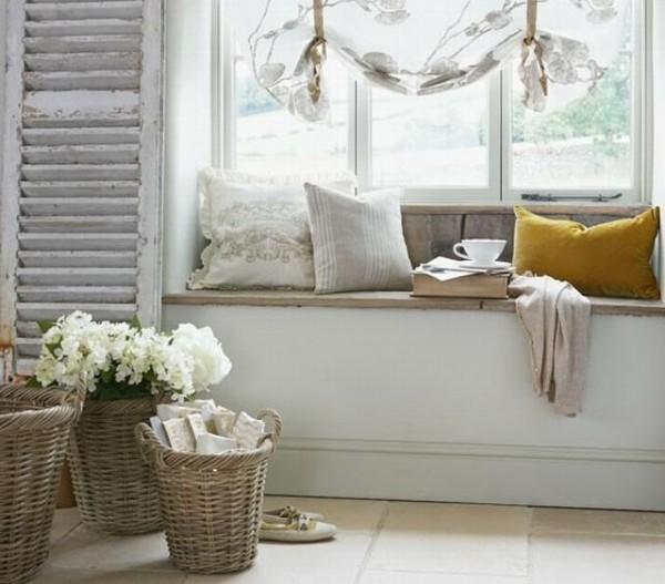 Salotto shabby con seduta vicino la finestra arredamento - Finestra con seduta ...
