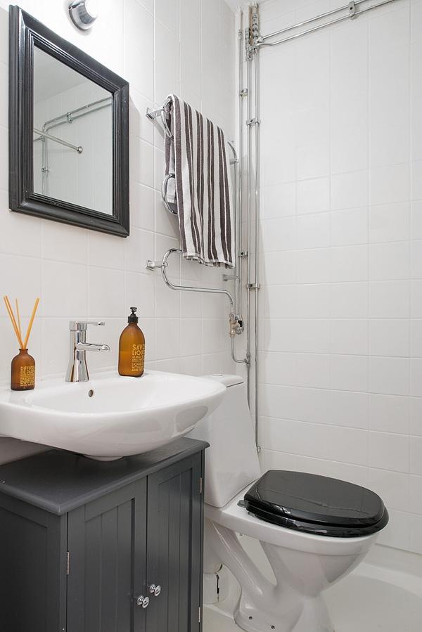 Shabby scandinavo bagno in grigio e bianco arredamento - Bagno grigio e bianco ...