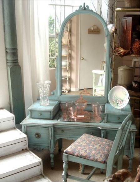 Toiletta shabby in azzurro arredamento shabby for Toilette shabby chic