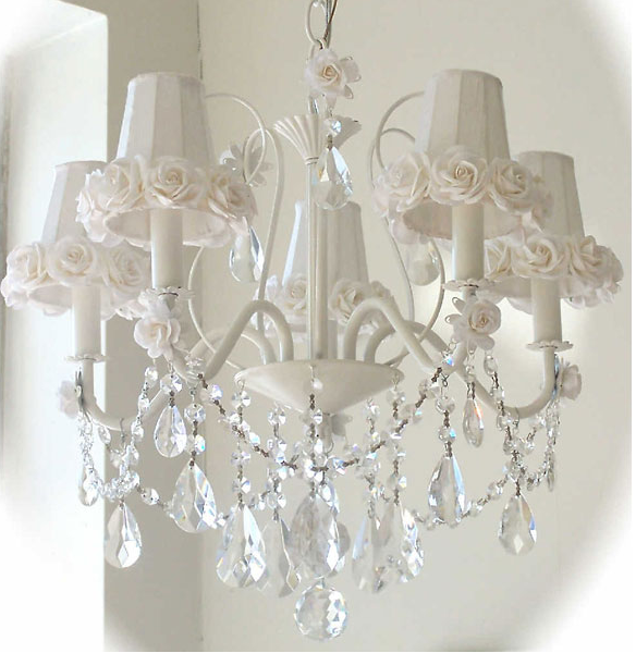 Come illuminate la tua casa in stile shabby - Lampadario camera da letto shabby chic ...