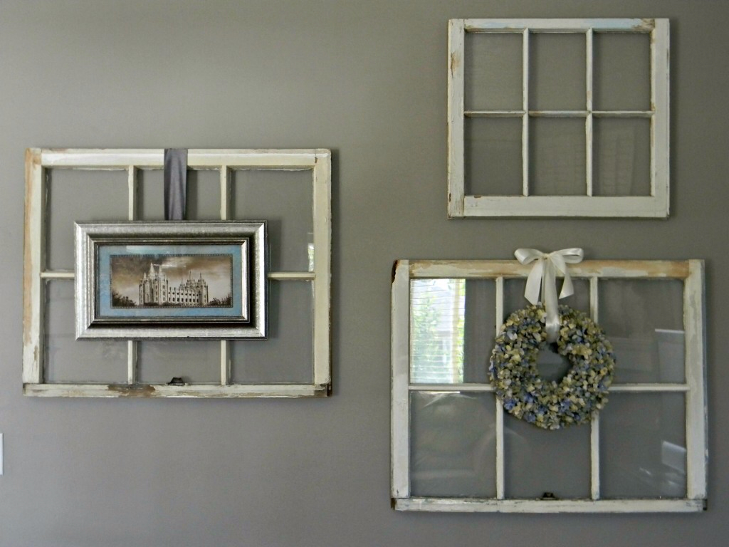 Come riciclare vecchie finestre in stile shabby chic ~ 220626_Christmas Decorating Ideas Using Old Windows