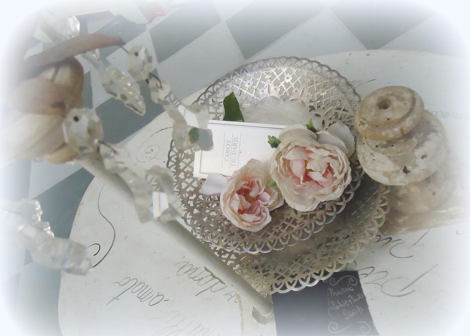 Rosa E Vassoio D Argento Arredamento Shabby #634B3F 1595 1139 Mobile Sala Da Pranzo Ikea