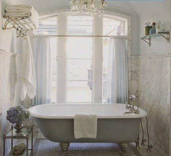 vasche creativo bagno da Shabby : vasca azzura con ortensie - Arredamento Shabby