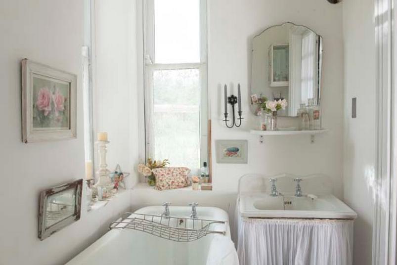 In questi 6 bagni shabby chic non manca proprio nulla - Shabby chic interiors bagno ...