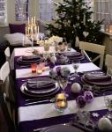 Tavola shabby sul viola e glicine per Natale
