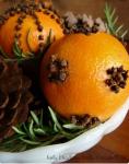 arance adddobbi natalizi con chiodi di garofano