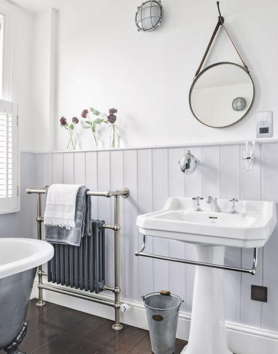 Boiserie in bagno di legno perfetta nella zona della casa pi umida - Bagno con boiserie ...