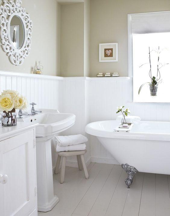 Boiserie in bagno di legno perfetta nella zona della casa pi umida - Boiserie in legno per bagno ...