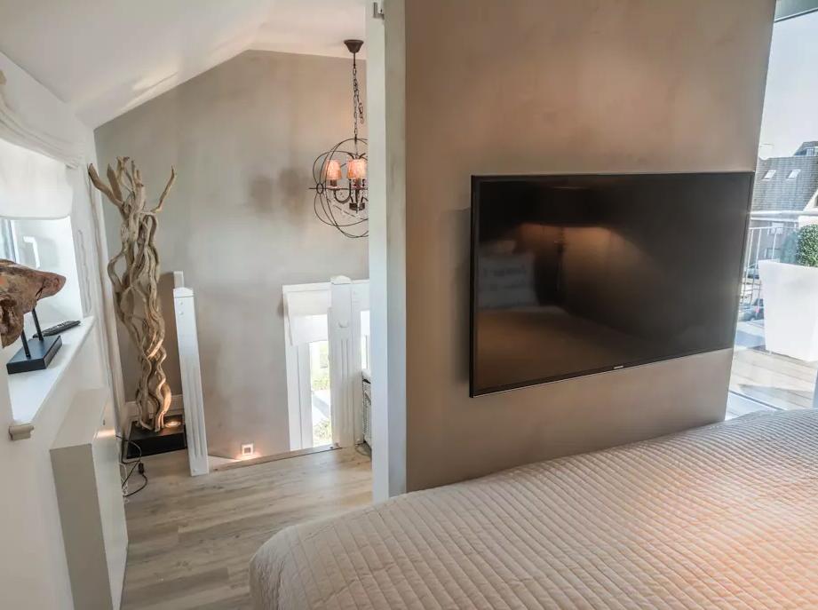 Arredi grigi e color tortora ecco la casa di 60 mq che for Camera da letto 60 mq