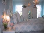 Camera da letto shabby chic azzurro tenue