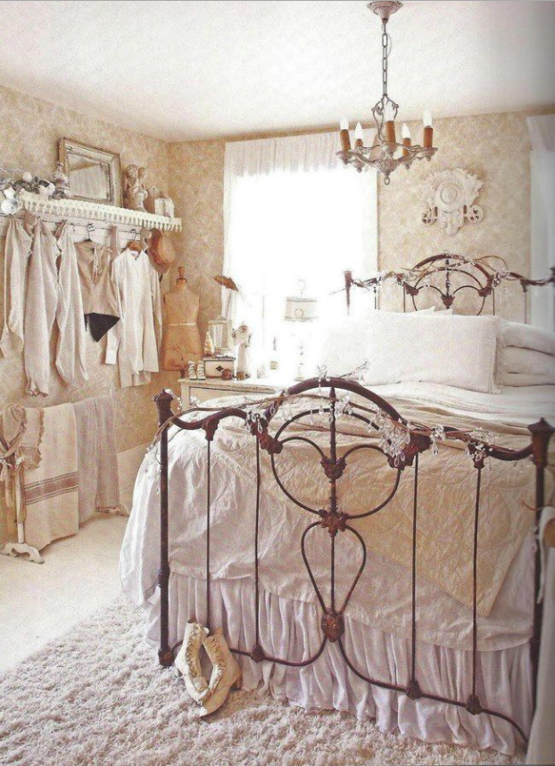 http://arredamentoshabby.it/wp-content/uploads/camera-letto-shabby-chic-carta.parati.png
