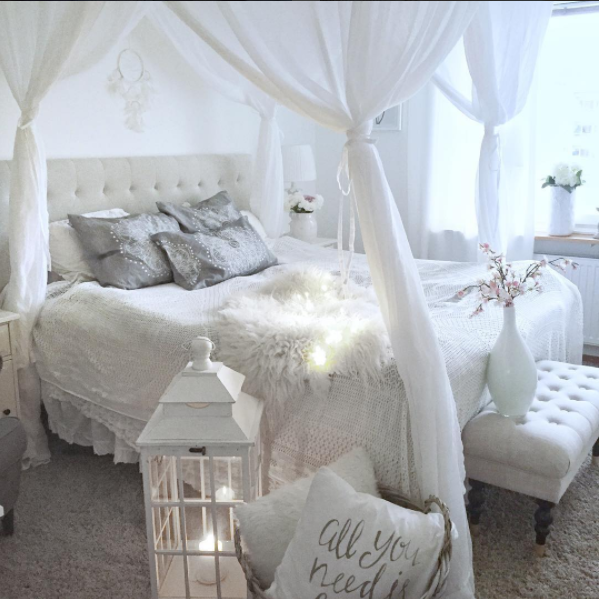 La casa shabby di sanna arredata in total white e rosa for Camera da letto total white