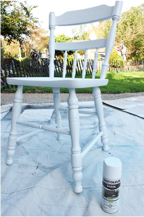 Come dipingere un vecchio tavolo della cucina e le sedie in stile shabby