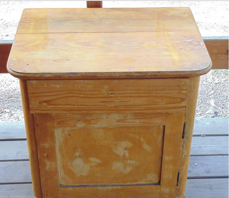 Come rinnovare un mobile vecchio in stile shabby con la for Carta decorativa per mobili