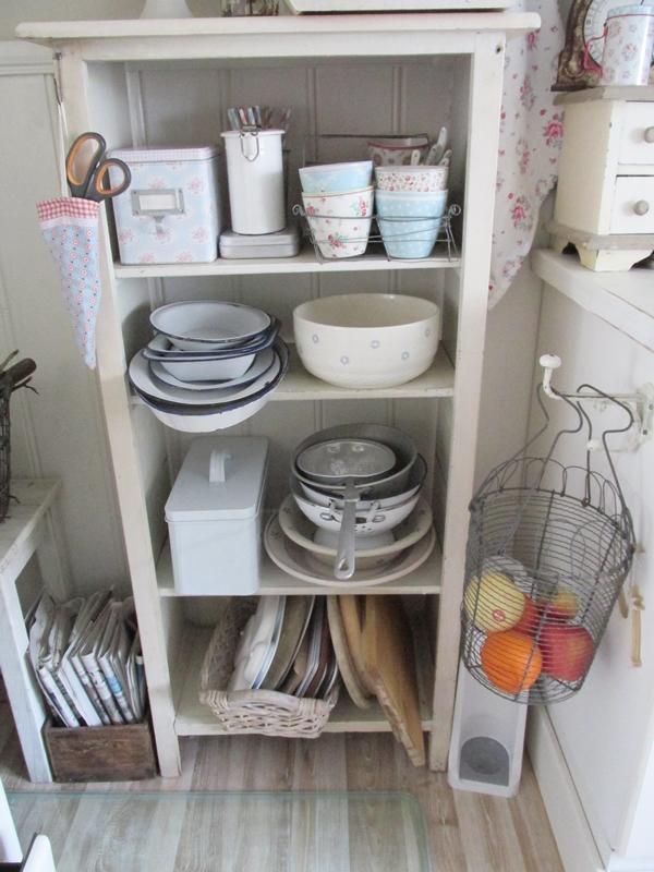Casa shabby chic arredata con mobili ikea foto degli interni - Mobili cucina ikea credenza acciaio ...