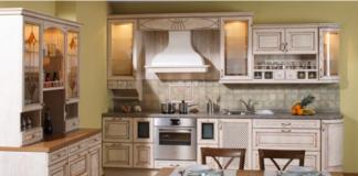 Cucina decapè: legno e avorio