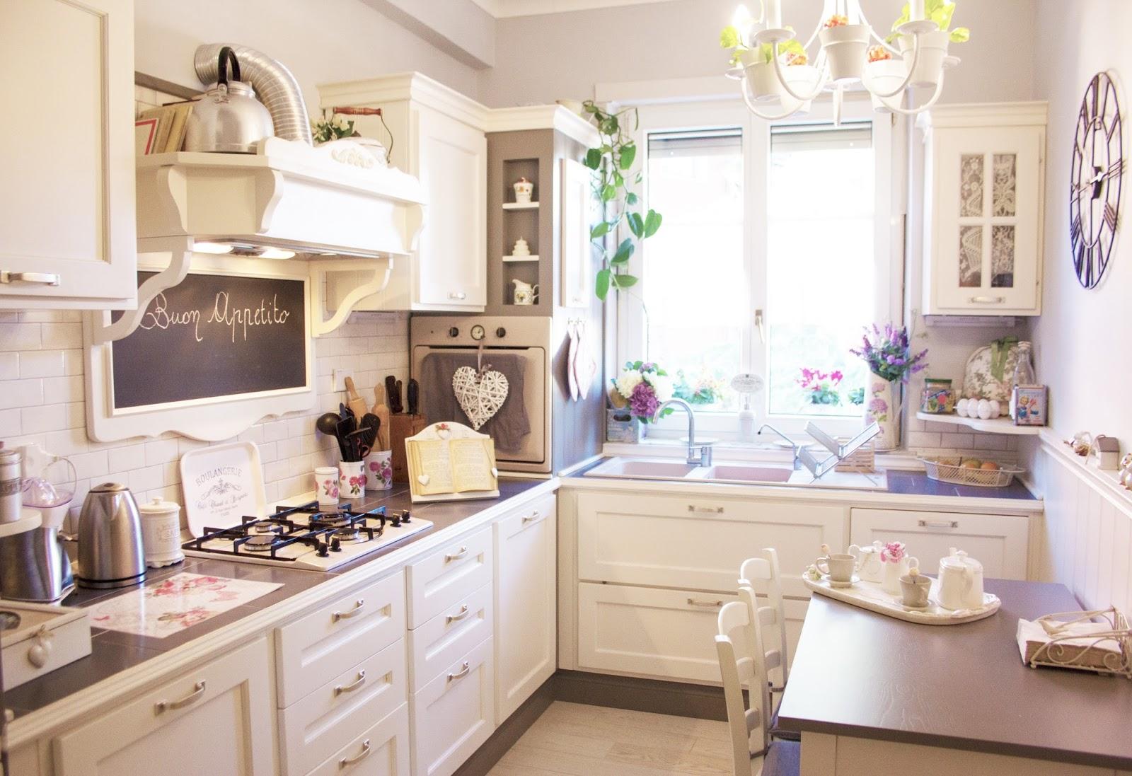Come arredare una cucina shabby riutilizzando vecchi oggetti for Shabby chic moderno