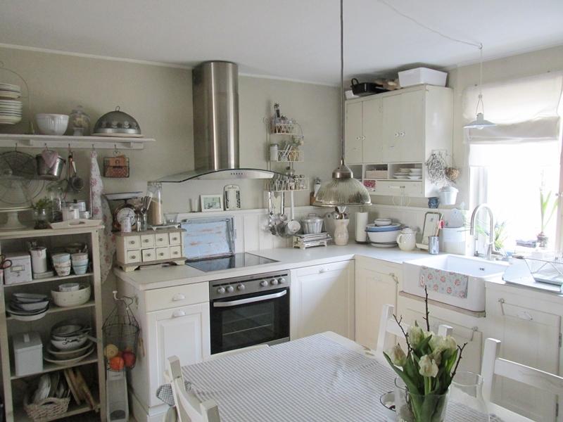 Casa shabby chic arredata con mobili Ikea: foto degli interni