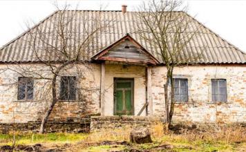 Decapaggio mobili: casa abbandonata