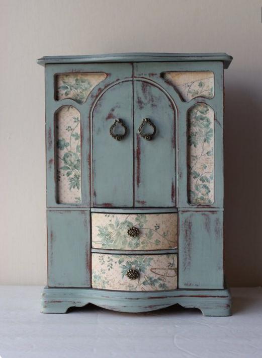 Per il decoupage sui mobili in legno scegli colori brillanti - Decoupage su mobili ...