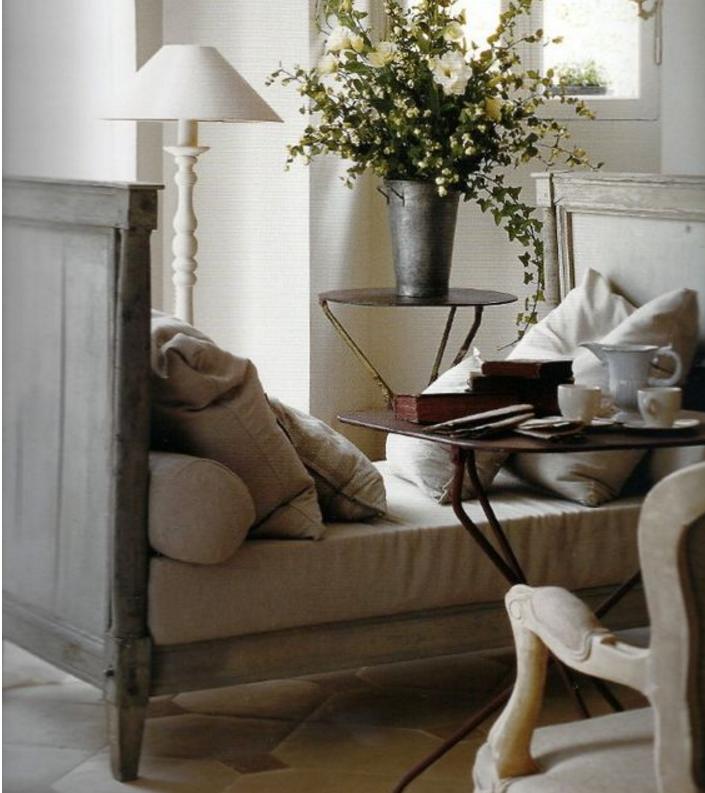 I divani color tortora sono meravigliosamente shabby chic for Casa moderna tortora
