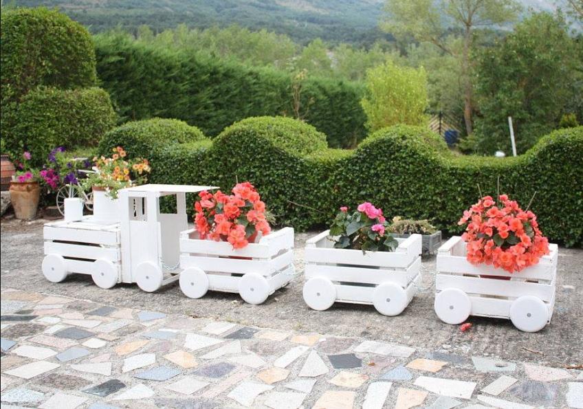 Ecco cosa puoi realizzare con il fai da te legno in giardino for Oggetti da giardino