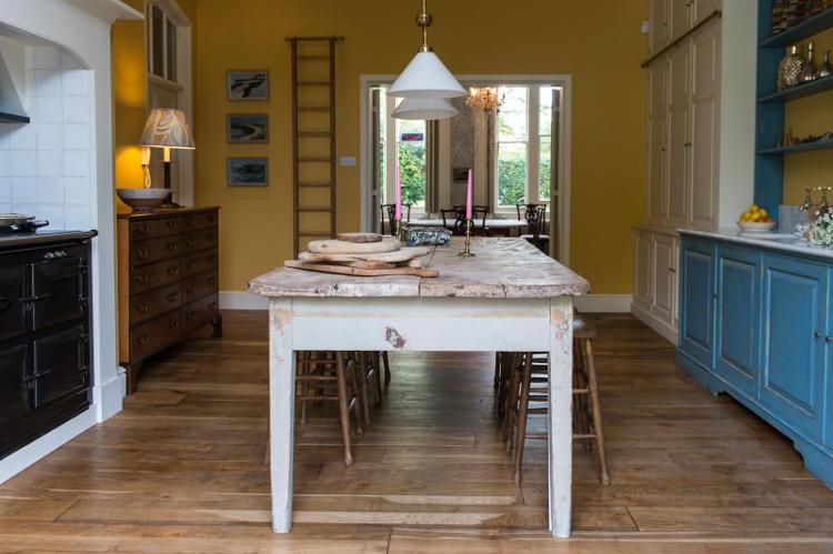 La cucina vintage in stile country di max rollitt dalle - Colori pareti cucina shabby chic ...