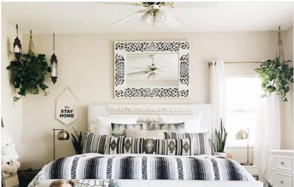 panca di legno in camera da letto