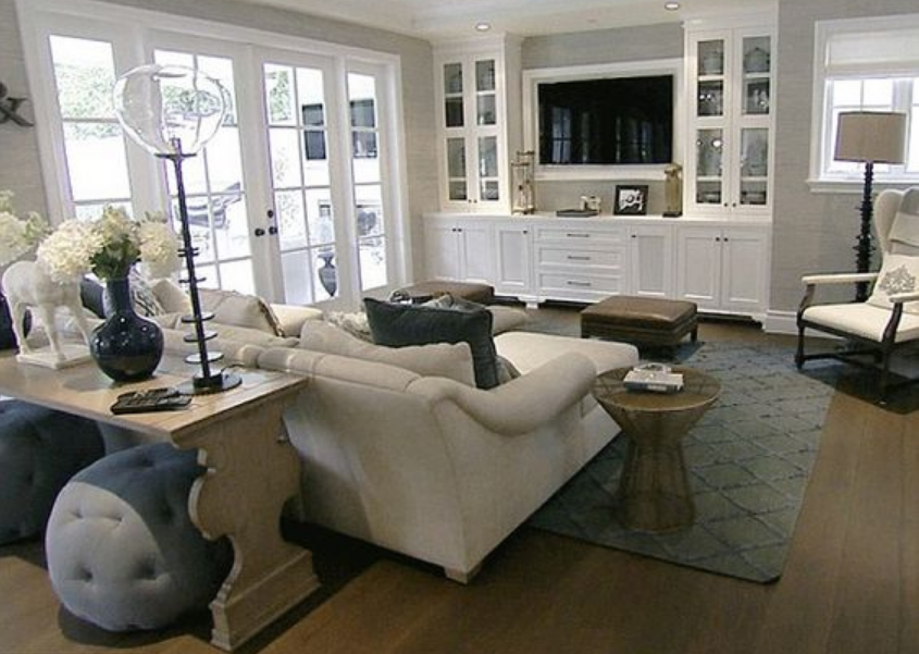 Le pareti attrezzate classiche bianche si adattano ad ogni stile