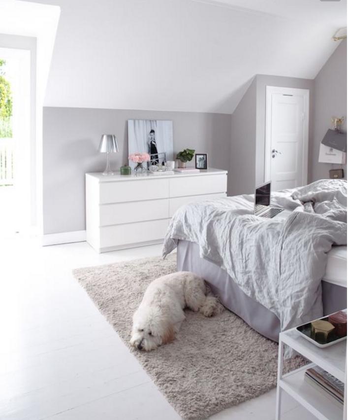 Pareti grigie e bianche anche nella tua casa shabby chic - Parete grigia camera da letto ...