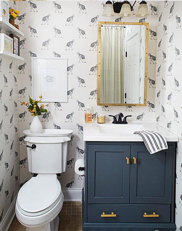 Per i rivestimenti nei bagni piccoli usa non solo le piastrelle