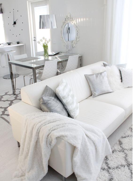 Un salotto moderno bianco in stile shabby chic è la perfezione