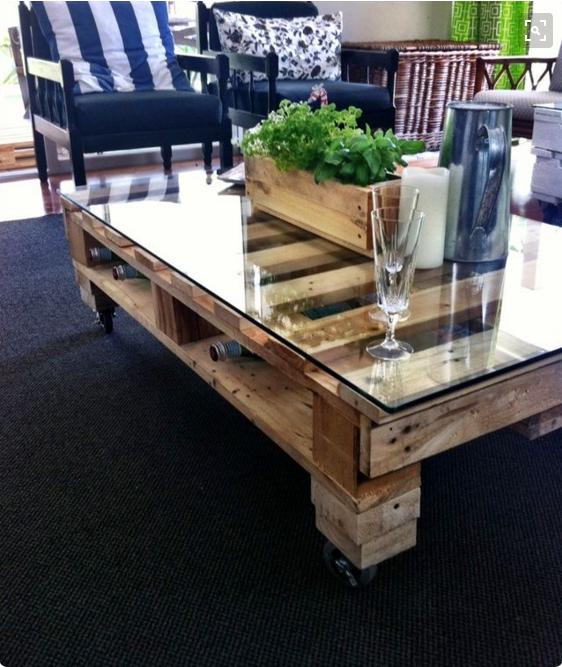 Per i tavoli con bancali in legno usa solo materiali di recupero