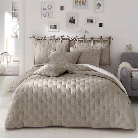 11 idee per la testata del letto matrimoniale ecco a cosa - Cuscini imbottiti per testiera letto ...