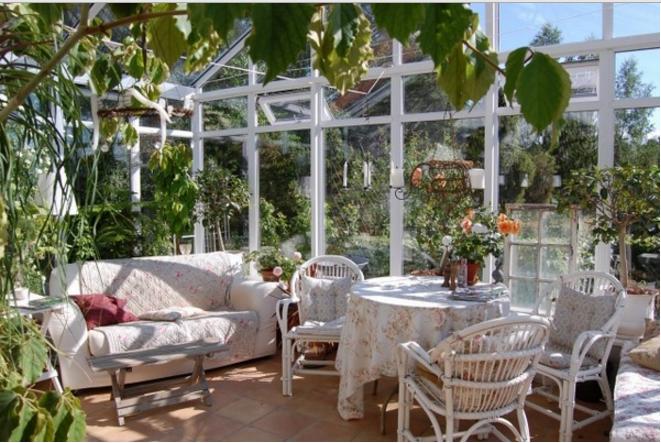 Scegli una veranda in legno e vetro e arredala in stile shabby for Sala da pranzo veranda