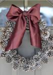 Ghirlanda natalizia con le pigne