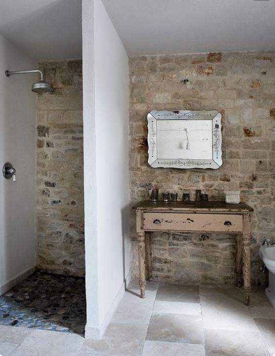 Il bagno in pietra naturale potrebbe essere la giusta soluzione