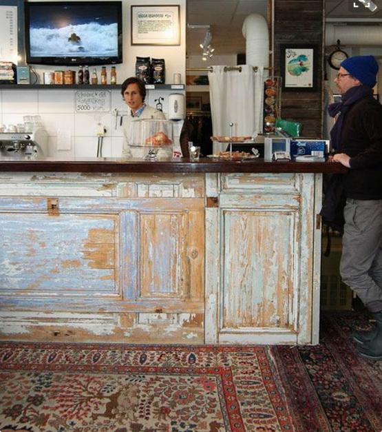 Il rivestimento del bancone del bar shabby chic for Rivestimento bancone bar fai da te