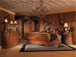 Camera da letto classica in noce con armadio