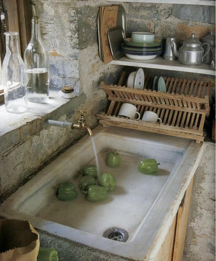 I lavelli della cucina in pietra per un angolo cottura shabby