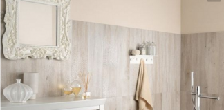 Piastrelle in finto legno chiaro