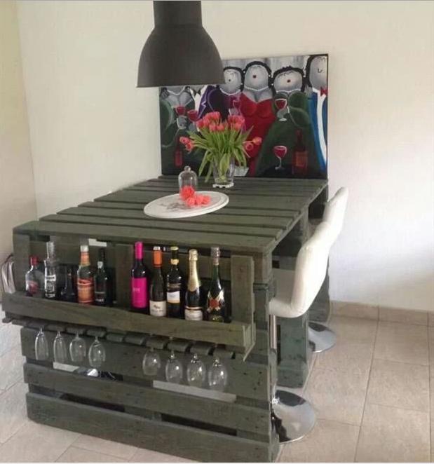 Per i tavoli con bancali in legno usa solo materiali di for Mobili con bancali