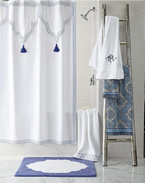 tenda da vasca bianca e blu