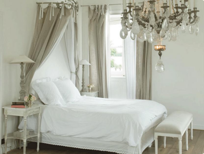 Nelle camere da letto provenzali le tende non devono mancare